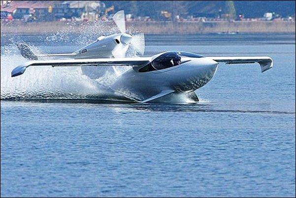 نخستین هواپیمای دوزیست رونمایی شد