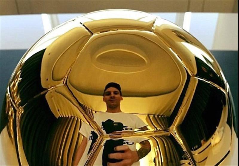 سلفی جالب مسی با توپ طلا (عکس)
