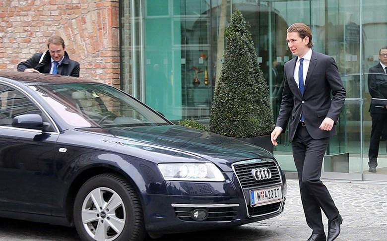 وزیر خارجه اتریش وارد هتل کوبورگ شد (+عکس)