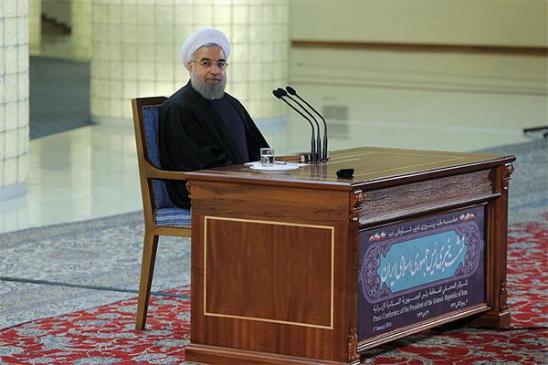 تبلت رییس جمهور در نشست خبری پسابرجام (عکس)