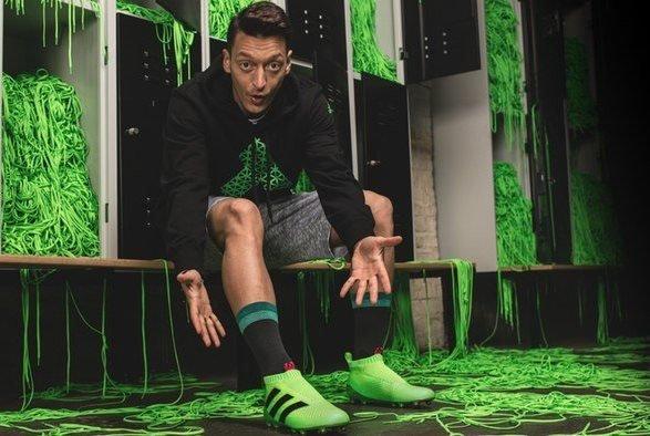 کفش جدید فوتبالیستها با فناوری ویژه از راه رسید