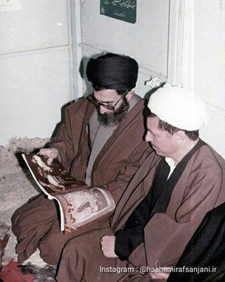 آیتالله خامنهای و هاشمی رفسنجانی در حال خواندن مجله سروش(عکس)