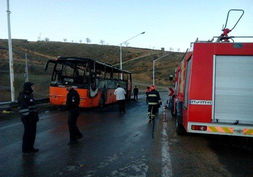 آتش گرفتن اتوبوس ولوو در جاده بجنورد (+عکس)