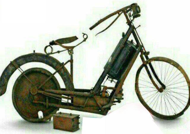 مراحل ساخت برج ایفل/ قدیمی ترین موتور سیکلت جهان/ شعور و شخصیت ربطی با مقام و جایگاه نداره