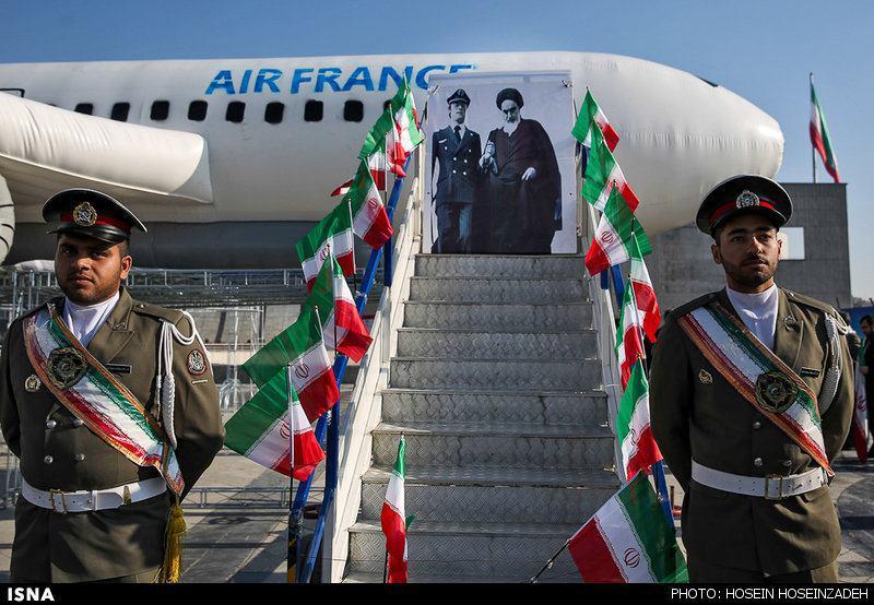 هواپیمای بادکنکی نمادین حامل امام (ره) در مشهد (عکس)
