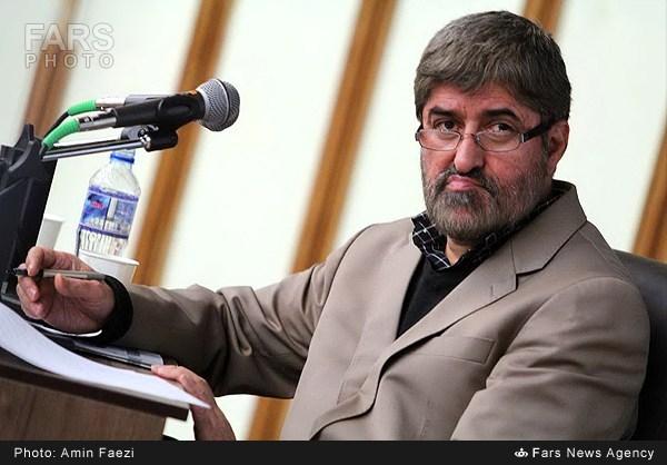 مطهری: چون احمدی نژاد از خودشان بود، سکوت میکردند، برای همین راهم را از مدعیان اصولگرایی جدا کردم / احمدی نژاد حتی یک ساعت نباید سر کار خود باقی می ماند