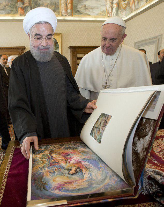 هدیه روحانی به پاپ فرانسیس (+عکس)