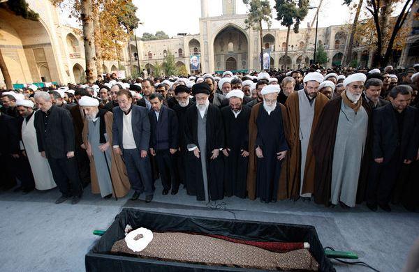 6 چهره شاخص که مقام معظم رهبری بر پیکرشان نماز گزاردند