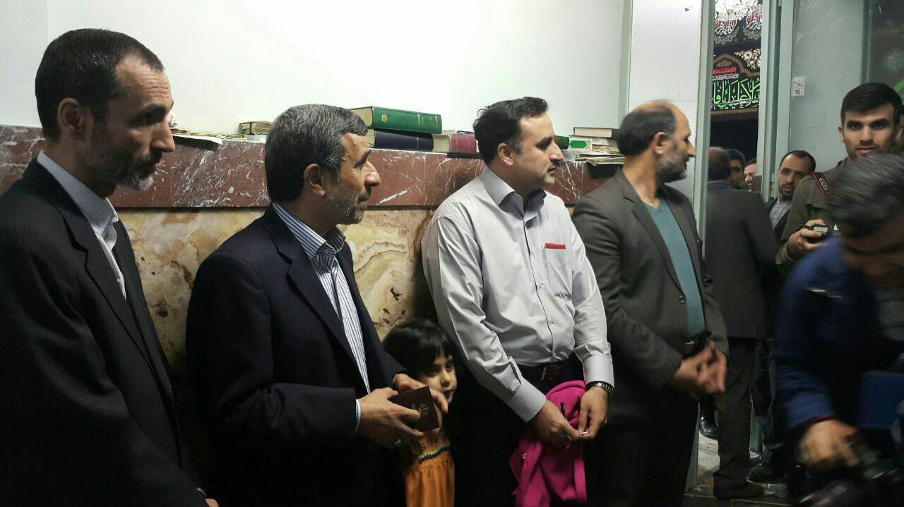احمدی نژاد و بقایی در صف رای دادن(عکس)