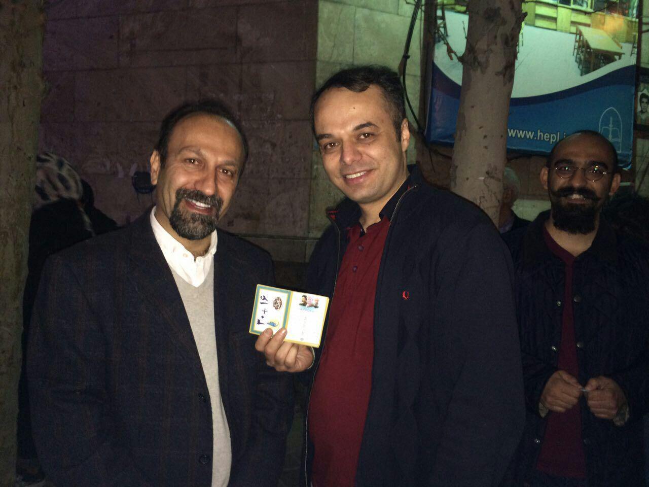 اصغر فرهادی رای خود را به صندوق انداخت (عکس)
