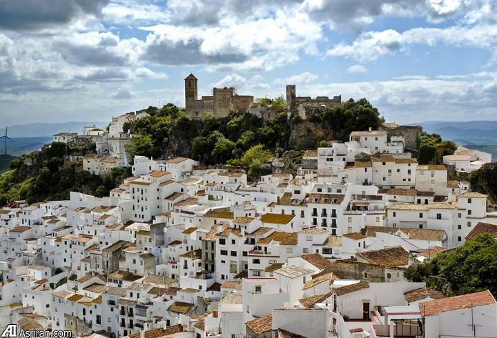 شهر 2600 نفره در اسپانیا ؛ بهشت کمونیست های جهان (+عکس)