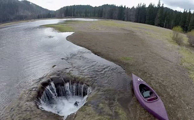 دریاچهای که غیب و دوباره پیدا میشود (+عکس)