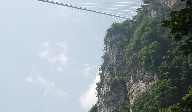طولانیترین پل شیشهای دنیا در چین+تصاویر