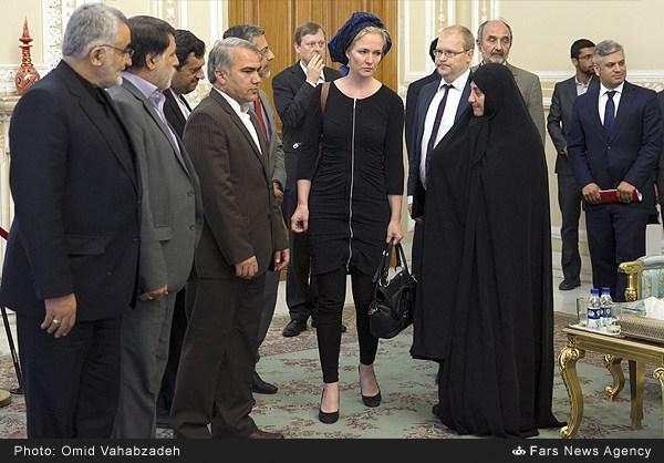 حجاب نماینده پارلمان اروپا در دیدار با لاریجانی (عکس)