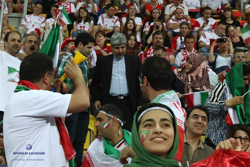 تماشاگران ایرانی و لهستانی در سالن چنستوهوا (عکس)