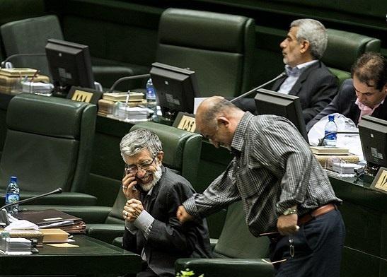 شوخی فیزیکی با حداد عادل در مجلس (+عکس)