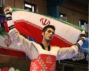 دور افتخار ایرانیها با پرچم جمهوری آذربایجان (+عکس)