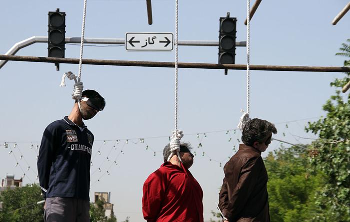 Afbeeldingsresultaat voor عکس اعدام در ملاء عام