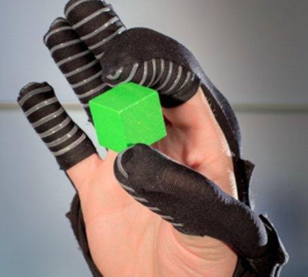دستکش روباتیک برای بهبود کیفیت زندگی کمتوانان حرکتی