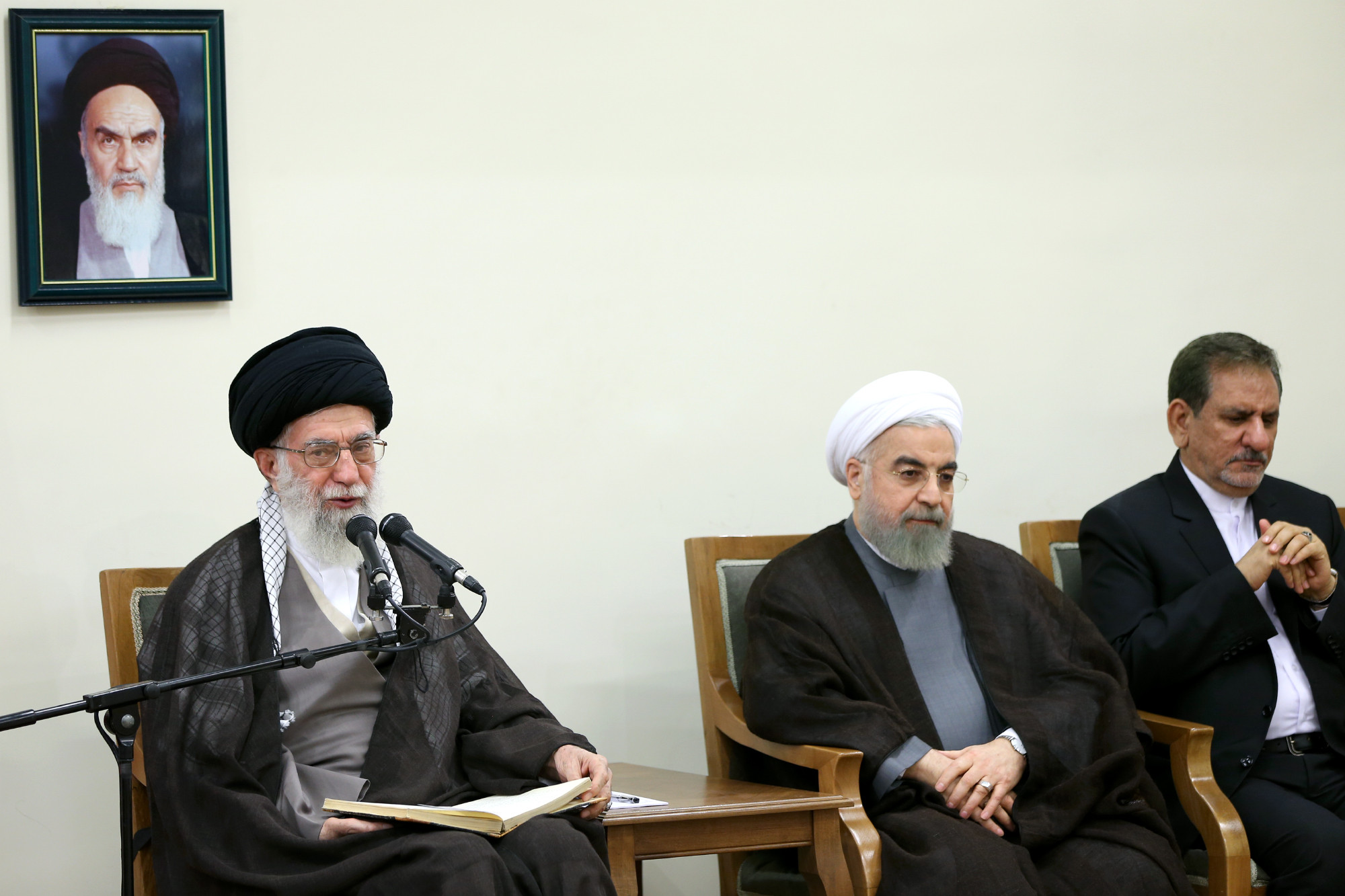 دیدار رئیسجمهور و اعضای هیأت دولت با رهبری (+عکس)