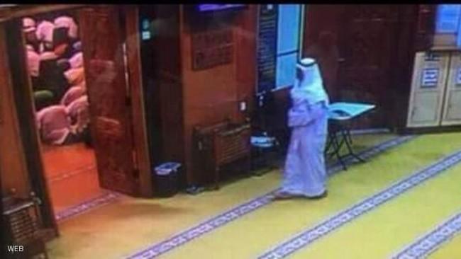 مهاجم انتحاری به مسجد کویت (عکس)