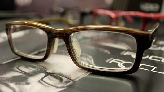 تولید نخستین عینک با قابلیت تنظیم فاصله کانونی