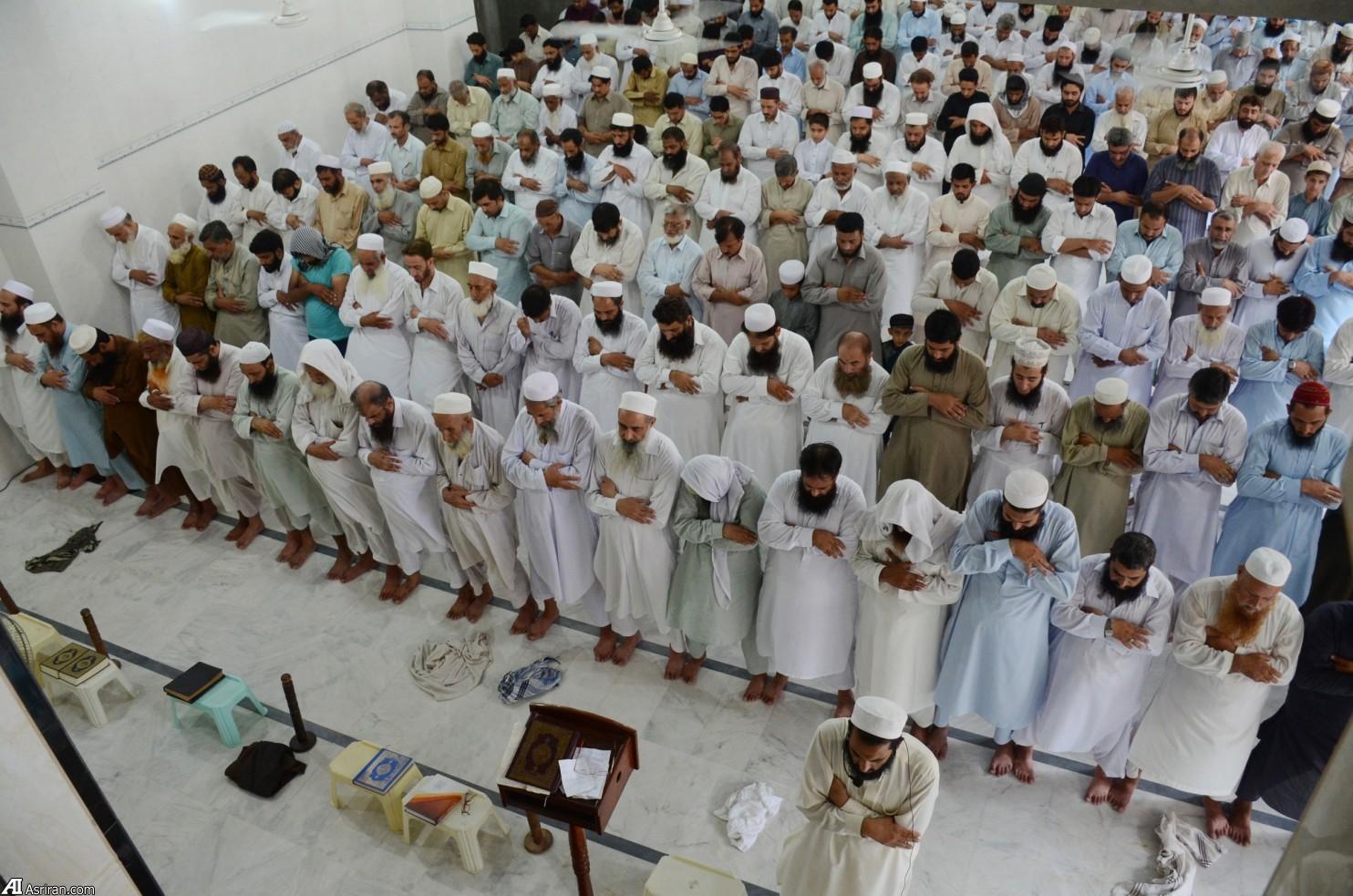 نماز برای ملا عمر (عکس)