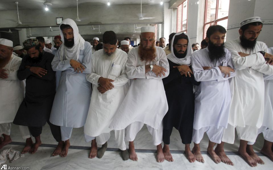نماز برای ملا عمر (+عکس)