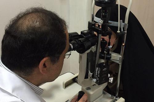 معاینه افخم توسط وزیر بهداشت(+عکس)