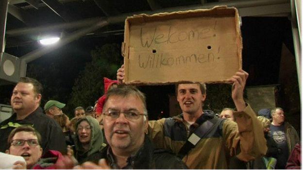 استقبال مردم آلمان از مهاجران خارجی (عکس)