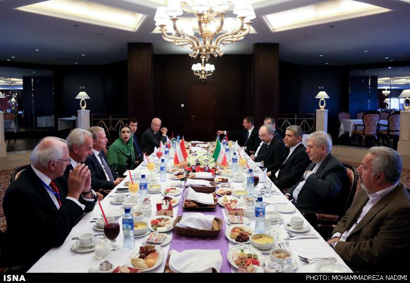 سفره وزیر اقتصاد برای همتای اتریشی (عکس)