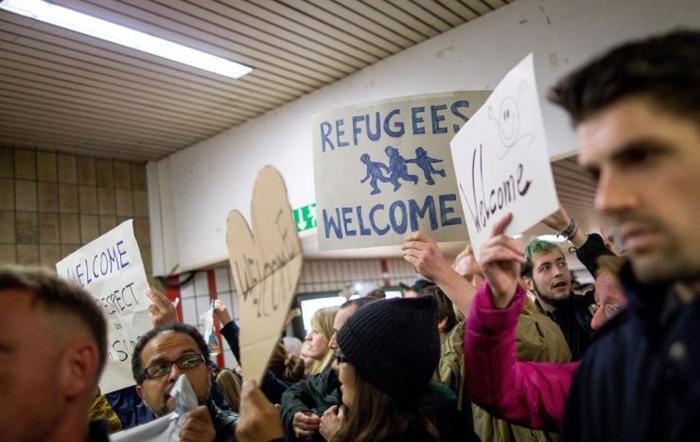 در ستایش صحنه های انسانی استقبال از مهاجران در آلمان