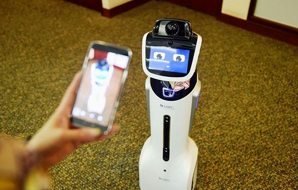 استخدام ربات در بانک چینی