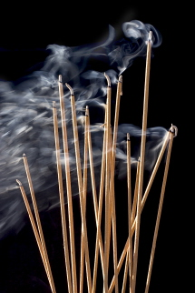 محققان چینی: دود عود از سیگار سمی تر است