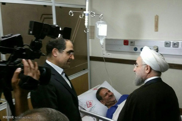 روحانی به عیادت جهانگیری رفت (+عکس)
