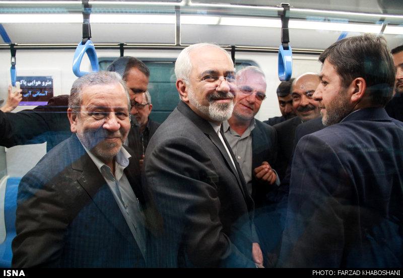 ظریف سوار در متروی اصفهان(عکس)
