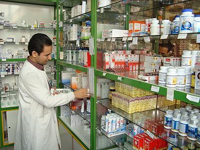 لزوم تجدید نظر فوری در لیست دارویی کشور/ لیست دارویی قدیمی عامل ارائه نسخه های متفاوت/ داروهای وارداتی قاچاق است یا خیر؟