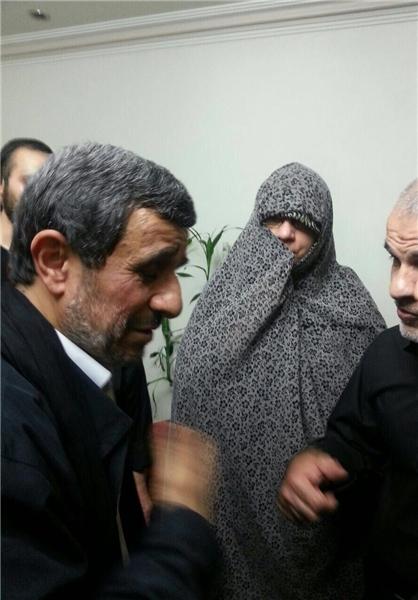 حضور احمدی نژاد در منزل محافظ سابق خود (+ عکس)