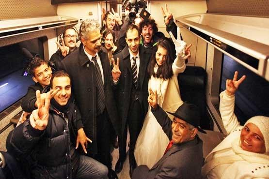 فرار معجزه آسای پناهجویان در لباس عروسی (+عکس)
