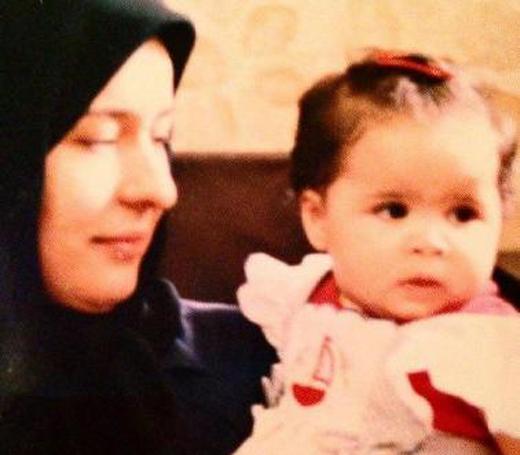 ملیکا شریفینیا 29 سال پیش در آغوش آزیتا حاجیان/عکس