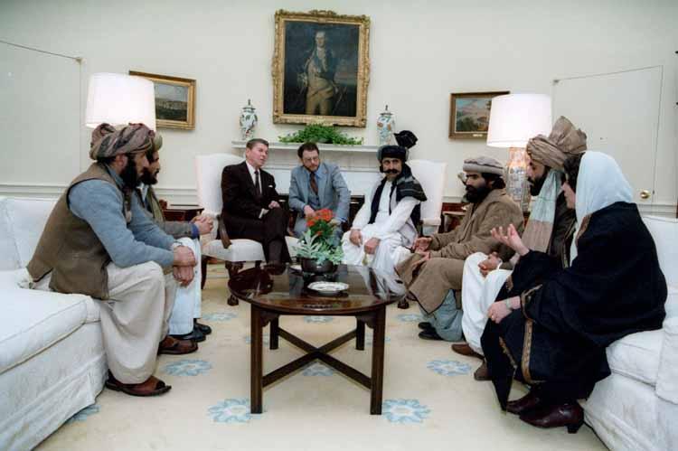 دیدار مجاهدان افغان با رئیس جمهور آمریکا (عکس)