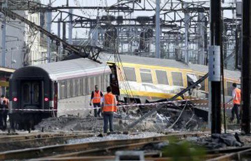 خروج قطار از ریل در فرانسه 10 کشته داد