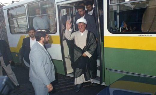 عکس هاشمی رفسنجانی در اتوبوس شرکت واحد (+عکس)