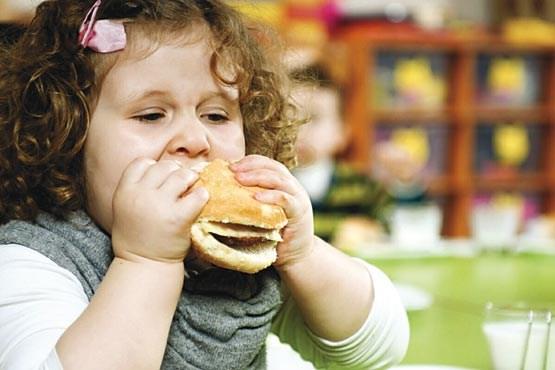 سونامی چاقی کودکان جدی است