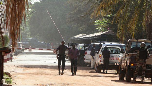 پایان گروگانگیری 170 نفر در پایتخت مالی با 27 کشته / داعش و القاعده برعهده گرفتند