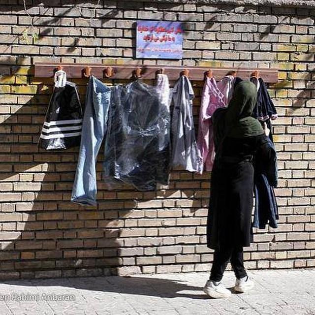 دیوار مهربانی در مشهد به نقل از تهمینه میلانی (عکس)