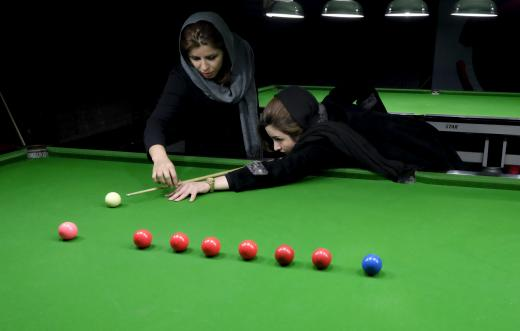 عکس های رویترز از تمرین دختر بیلیاردباز ایرانی