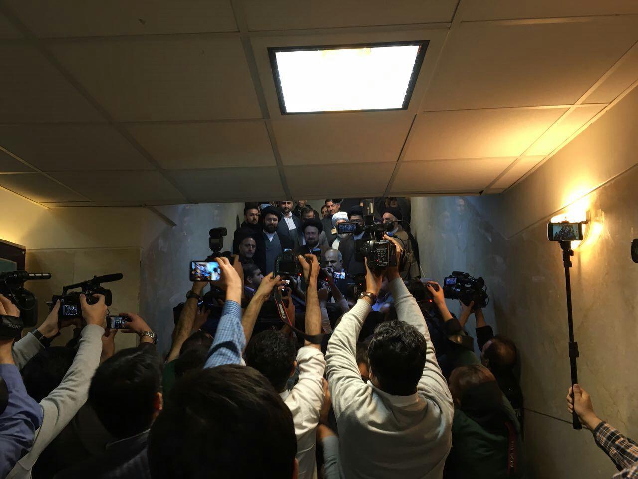 سید حسن خمینی برای انتخابات خبرگان ثبت نام کرد
