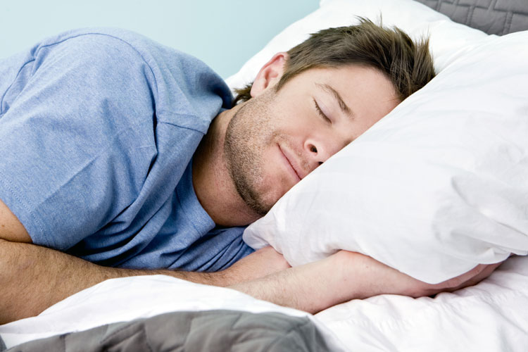 ۱۴ افسانه اشتباه درباره خوابیدن