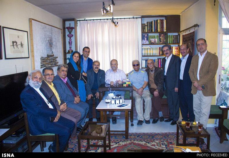 جشن تولدی برای محمدعلی کشاورز (+ عکس)